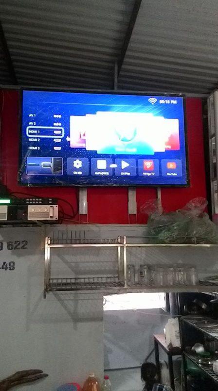 Lắp smart tivi cường lực 60 inch cho khách ở Hà Nội