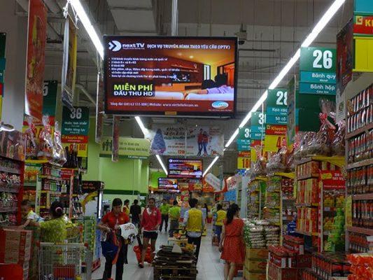 Màn hình quảng cáo treo tường 24 inch của tivicuongluc.net tại siêu thị